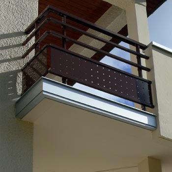 dani alu finitura a bordo balcone. Black Bedroom Furniture Sets. Home Design Ideas